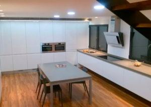 Las mejores cocinas Elche en la carpintería Elche Madecor hará la cocina de tus sueños con los mejores materiales.