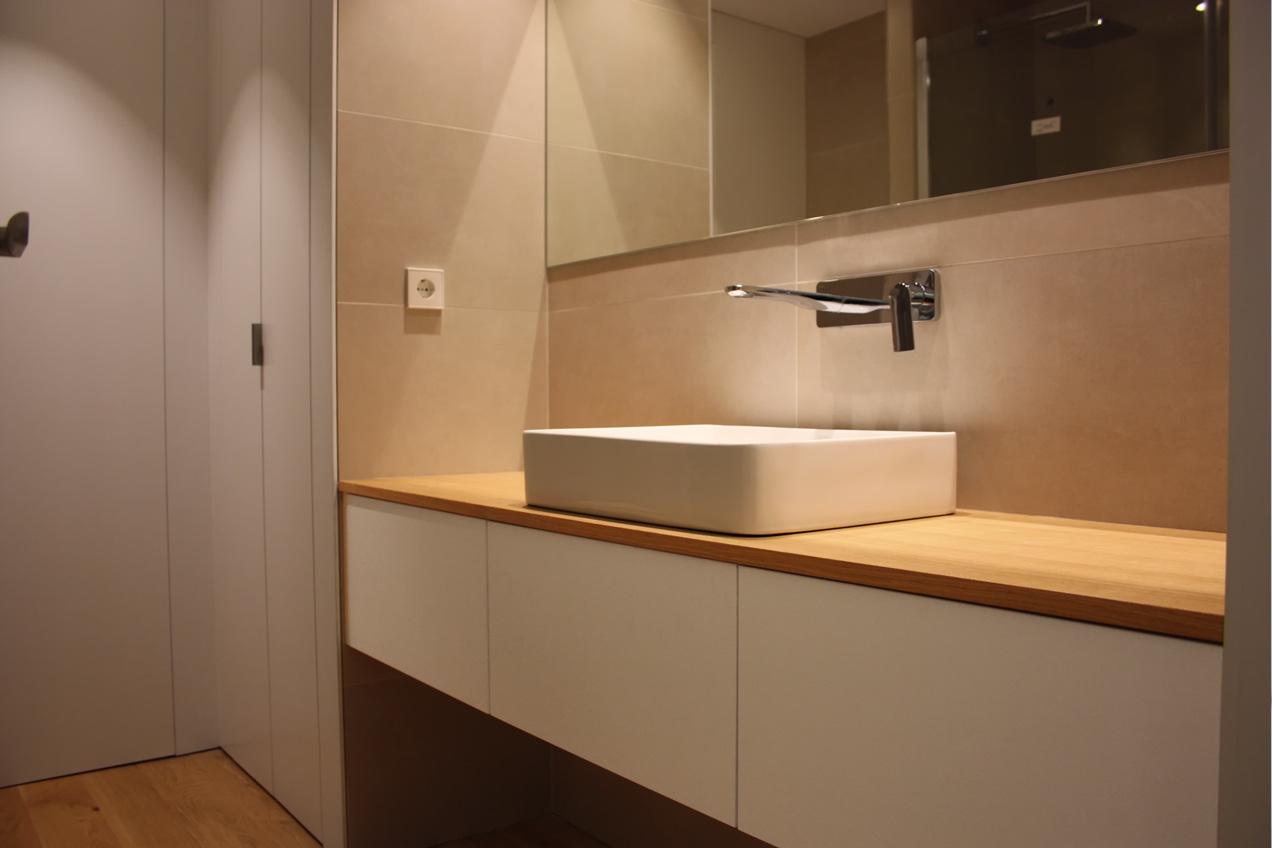 Mueble de baño de vivienda particular realizado por la carpintería Madecor en Elche