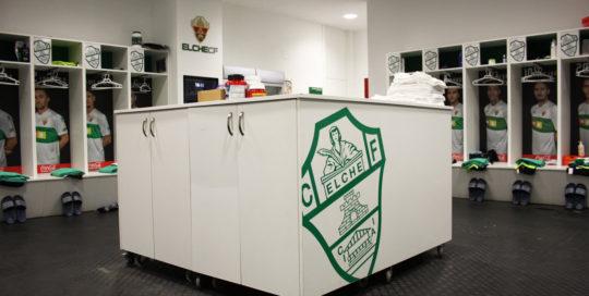 En la carpintería Madecor hemos realizado el equipamiento íntegro para el Estádio Martínez Valero, tanto en los vestuarios de Elche Club de Futbol como el de los visitantes